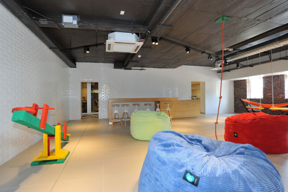 standard_bank_innovation_playroom_2-565x376