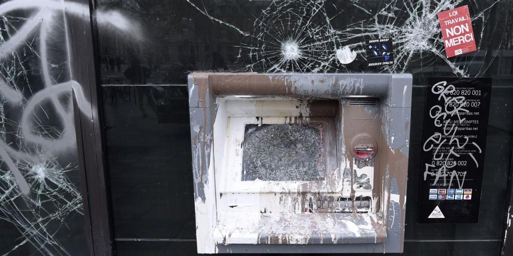 Deux-agences-bancaires-vandalisees