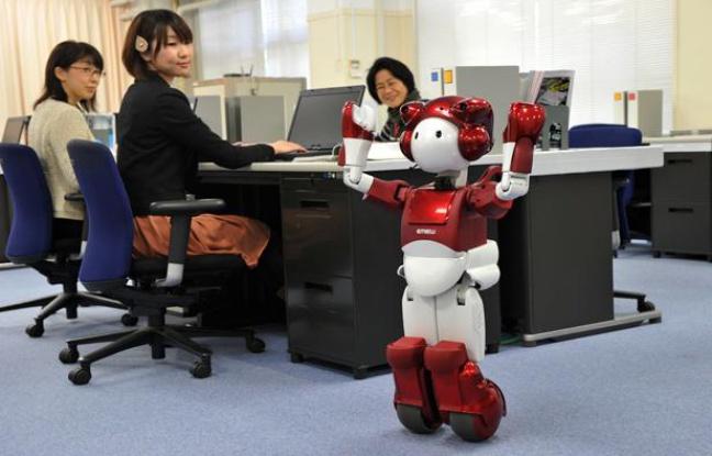 648x415_scientifiques-japonais-presente-mardi-emiew-petit-robot-capable-dialoguer-rendre-compte-si-blague-tombent-a-plat